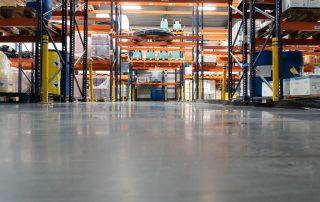 Duurzame gietvloeren in epoxy en PU voor het magazijn